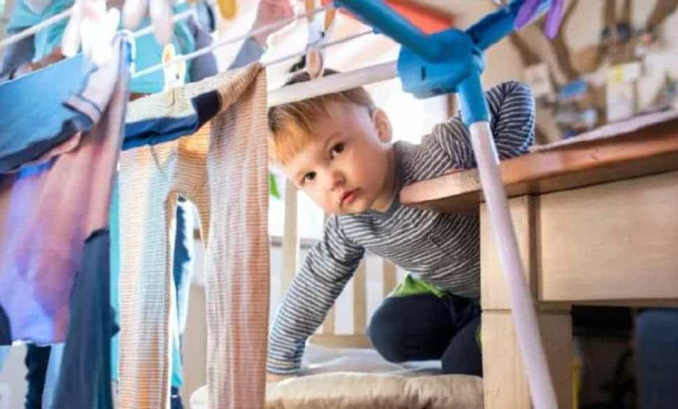 risks of drying clothes indoor to children